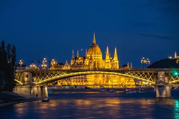 Hungary - حمل و نقل بین المللی به مجارستان ، چک و اسلواکی