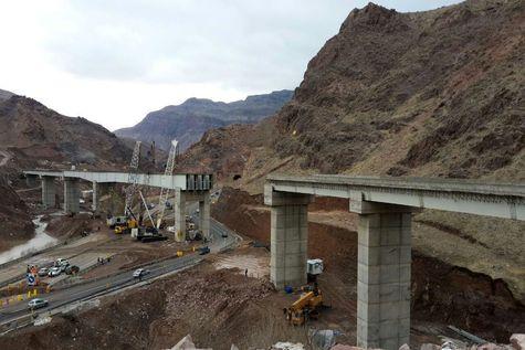 اتمام عملیات نصب تیرهای فلزی پل بزرگ راهآهن قزوین – رشت
